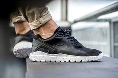 Nike Mobb Ultra Low Black/White