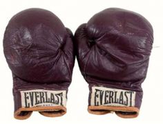 Rare Boxing Memorabilia From Mohammed Ali Goes to Auction    Boxing memorabilia collectors can bid on items from the estate of legendary boxing trainer Angelo Dundee.    Dundee's collection features many rare and unique boxing collectibles, including the gloves Ali won the night he defeated Joe Frazier in 1971 for the heavy weight championship.