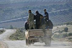 Боевики запутались в выборе ответственных за сбитый Су-25       Воюющие на территории Сирии террористические группировки запутались в том, кому брать ответственность за сбитый над Идлибом российский штурмовик Су-25. «Хайат Тахрир аш-Шам» украла видео у «Джейш ан-Наср» и выдала кадры за свои собственные. Позднее западные агентства начали тиражировать данную информацию.