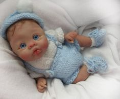 wish I could do this, sculting a face is hard Cute Polymer Clay, Polymer Clay Dolls, Polymer Clay Projects, Polymer Clay Creations, Tiny Dolls, Ooak Dolls, Cute Dolls, Cute Little Baby, Little Doll