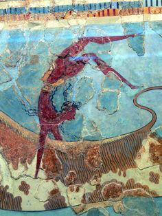 Stiersprung fresco, Minoan bull leaping fresco (centre detail), 1600–1450 BC | Archaeological Museum of Herakleion