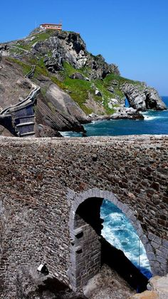 Vistas de San Juan de Gaztelugatxe - elcorreo.com Bilbao, Monuments, Basque Country, Mother Earth, Puerto Rico, The Good Place, Images, Europe, Exterior