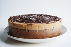 Vegan Chocolate & Salted Caramel Cheesecake – This Vibrant World - Vegan Cheesecake Recipes Raw Vegan Desserts, Brownie Desserts, Vegan Dessert Recipes, Vegan Treats, Vegan Foods, Cheesecake Recipes, Raw Food Recipes, Cheesecake Cake, Raw Vegan Cake