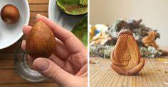 Z avokádových kôstok vyrezáva malé čarovné sošky. Väčšina ľudí kôstky z avokáda vyhodí, no táto žena z nich vyrezáva lesné rozprávkové bytosti, postavičky
