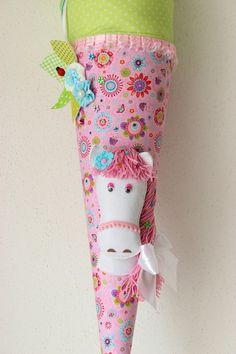 Eine  in liebevoller Handarbeit gefertigte, traumhaft schöne  Schultüte aus wunderschönem Baumwollstoff. Die Schultüte…