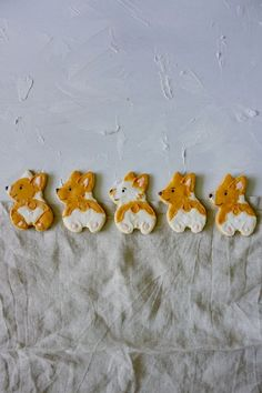 Corgi Popo Kekse - Anjas Backbuch Gingerbread Cookies, Sugar, Desserts, Food, Cutest Small Dogs, Food Coloring, Backen, Tailgate Desserts, Ginger Cookies