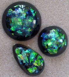 Great tutorial for the more experienced crafters using resin. She says easy but I have not worked with resins before. I might want to try the tutorial on the glass marbles with Nail polish for a similar effect first. <3
