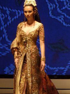Another beautiful Anne Avantie kebaya.