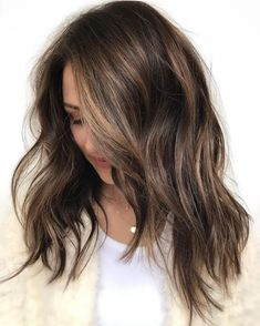 35 Balayage Hair Color Ideas for Brunettes in 2019 35 Balayage Hair Color Ideas for Brunettes in The French hair coloring technique: Balayage. These 35 balayage hair color ideas for brunettes in 2019 allow to achieve a more natural and modern eff…, B Brown Ombre Hair, Ombre Hair Color, Light Brown Hair, Hair Color Balayage, Brown Hair Colors, Balayage Hairstyle, Dark Brown, Short Balayage, Ashy Balayage