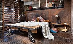 Checkout our latest collection of 25 Industrial Bedroom Interior Designs for Elegant Bedroom Loft Style Bedroom, Industrial Bedroom Design, Industrial House, Industrial Interiors, Industrial Decorating, Edgy Bedroom, Masculine Bedrooms, Master Bedroom, Industrial Metal