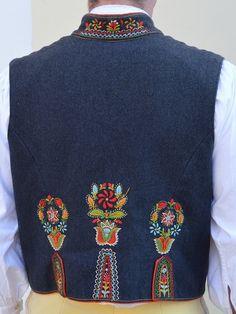 Chodsko Folk Costume, Costumes, Goodbye Gifts, Pride And Prejudice, Eastern Europe, Opera, Ethnic, Anna, Fox