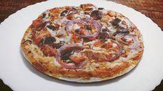 Das delícias feitas com calabresa #vegana. 🍕 #Pizza de calabresa de soja, preparada no molho de tomate e  com um toque de pimenta dedo de moça. Picante, pero no mucho. 🍕 Quer mais? Ainda com uma super cobertura de azeitonas e cebola roxa.  #handmade #artesanal #pizzavegana #veganpizza #govegan #veg #veggie #molhodetomate #instafood #plantbased #BalnearioCamboriu #itajai #bcbeach #itajaisc