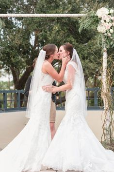 Alicia and Whitney tied the knot with a Florida golf club wedding surrounded by their family, friends and the color pale pink. Lesbian Wedding Photos, Cute Lesbian Couples, Lgbt Wedding, Formal Wedding, Wedding Couples, Luxury Wedding, Wedding Bride, Wedding Dresses, Lesbians Kissing
