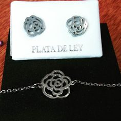 Sant Jordi  #rosa #pendienteypulsera #plata #unarosaunbeso #unarosaunlibro #Iloveyouja #jewelry #forever #regalsleonor