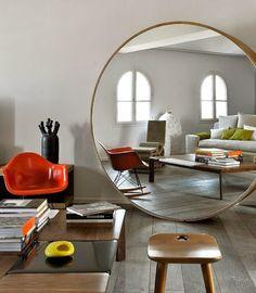 Uau pra esse espelho redondo - ou seria circular? - incrível!!!