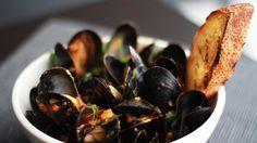 Braised Shellfish 101 By Andrew Zimmern Mussels fra diavolo is a classic, simple shellfish braise loaded with tomato sauce, shallots, garlic and… Oven Recipes, Dinner Recipes, Cooking Recipes, Cooking Ideas, Blackened Recipe, Andrew Zimmern, Food & Wine Magazine, Seafood Dishes, Seafood