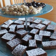 Cappuccino Cake Brownies | Get your coffee fix in brownie-form with this recipe for delectable cappuccino cake brownies.