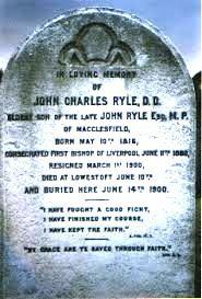 """""""Begraafplaats Liverpool. Tekst op grafzerk van Bisschop Ryle: """"Want uit genade zijt gij zalig geworden door het geloof"""" Efeze 2:8  -  """"Ik heb de goede strijd gestreden, ik heb de loop beëindigd, ik heb het geloof behouden"""" 2  Tim.4:7."""