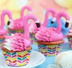 Pink, tropical with a nod to retro, seriously what's not to love about flamingos? Flamingos, flamingos, flamingo desserts everywhere! These fabulous flamingo treats are perfect and ready for summer! Here's 11 fabulous flamingo desserts to love! Flamingo Cupcakes, Flamingo Party, Flamingo Birthday, Flamingo Rosa, Pink Flamingos, Pink Lemonade Frosting, Le Chef, Savoury Cake, Cake Pops