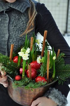 A simple, festive Christmas kitchen decoration: paper-whites, berries and evergreens ... in a copper bucket