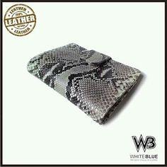 Phyton wallet with natural colour.  Www.jualtaskulit.com +6285642717764  #wallet #leathercraft #leatherwork #leatherwallet #menwallet #womenwallet #unisexwallet #dompetkulit #dompetular #whiteblue
