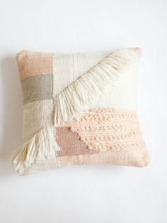 Elegant Home Goods Decorative Pillows to Fulfill the Bedroom . Home Decor home goods decorative pillows Motif Navajo, Diy Deco Rangement, Diy Décoration, Home And Deco, Elegant Homes, Pillow Design, Decorative Pillows, Home Goods, Diy And Crafts
