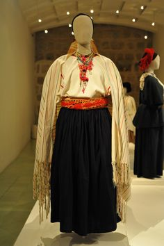 https://flic.kr/p/pnz8ma | Tamazulapan Mixe Woman Mexico | This display at El Museo Textil de Oaxaca shows a Mixe woman from Tamazulapan Mixes in typical dress