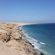 La faille de Qalhât tectonique des plaques.  #oman #qalhat #archeologie #archaeology #geology #sea #ruins #journey #discovery #picoftheday #igersoman
