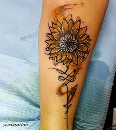 But different colors ink ideas sunflower tattoos, body art tattoos und tatt Neue Tattoos, Body Art Tattoos, Girl Tattoos, Tattoos For Women, Sleeve Tattoos, Tatoos, Piercing Tattoo, Piercings, I Tattoo