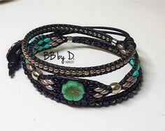 Bracelet Wrap Cuir Superduos et rocailles. Manchette perles de verre noir, vert et flowerbeads. Boho Leather wrap bracelet made in France Bracelets Wrap En Cuir, Bracelet Wrap, Hippie Style, Nylons, Leather Cord, Black Leather, Vert Turquoise, Metal Buttons, Organza Bags