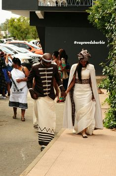 4 Factors to Consider when Shopping for African Fashion – Designer Fashion Tips Xhosa Attire, African Attire, African Fashion Dresses, African Dress, African Wedding Dress, African Weddings, Zulu Wedding, Traditional African Clothing, African Fashion Designers