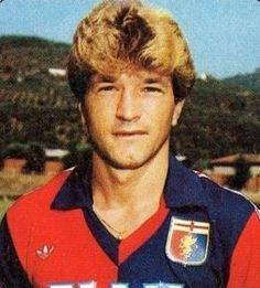 Johannes Peters Con la maglia del Genoa 53 presenze e 5 reti. Jan Peters, Genoa Cfc, Cricket, Football, Club, Red, Faces, Soccer, American Football