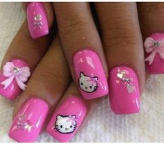 I'm totally jealous of these Hello Kitty nails
