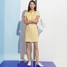 Short-sleeved shirt dress. Straight cut. Small shirt collar. Length 90 cm. Fabric content and details.   Fabric: cotton satin. 98% cotton, 2% elastane. Brand: LES PETITS PRIX.  Care advice: Washable at inside out at 30°. Iron on reverse.
