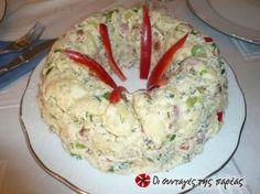 Μια πατατοσαλάτα που στέκεται με αξιώσεις σ'ένα γιορτινό τραπέζι, με ωραία εμφάνιση αλλά και γεύση.