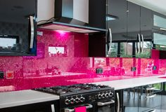Collections of images printed directly onto the back of toughened glass panel are used as kitchen or bathroom glass splashbacks instead of traditional tiles. Glass Bathroom, Glass Kitchen, New Kitchen, Kitchen Ideas, Kitchen Design, Glass Splashbacks, Splashback Ideas, Decorating Kitchen, Interior Decorating