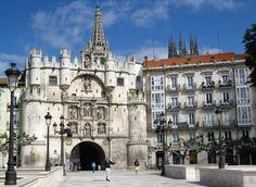 Museo de la Farmacia, en el arco de Santa María de Burgos.  http://destinocastillayleon.es/index/5-curiosos-museos-de-castilla-y-leon/