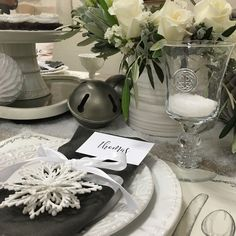 ❄️Dreaming of a White Christmas?  L O V E... a wintry white table set with our Historia dinnerware and Eternity glassware!  Shop your favorite local stores this season... stock up on Skyros Designs and set an exquisite holiday table.  Styling: @TomKatStudio Florals: @hootandholler ShopLocal Partner: @foundbydomesticbliss #asimplyexquisteskyrosholiday