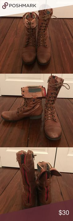 STEVE MADDEN fairly worn combat boots Brown combat boots size 9.5 can be worn low or high depending on where you button them! Steve Madden Shoes Combat & Moto Boots