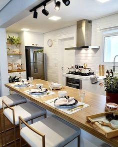 Great option for those who want a kitchen with open space! Kitchen Room Design, Home Room Design, Dream Home Design, Kitchen Layout, Home Decor Kitchen, Home Decor Bedroom, Interior Design Kitchen, Home Kitchens, House Design