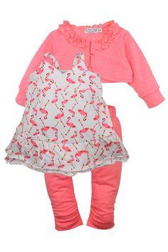 Meisjes kleding setje Flamingo's van het kinderkleding merk Dirkje babywear  Dit is een setje bestaande uit 3 stuks. Een witte zomer jurk zonder mouwen, met een all over print van Flamingo's. Met bijhorende effen legging en een effen bolero.