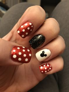 Disney nails.. Minnie Mouse. Mikey Mouse