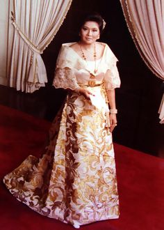 Imelda Marcos wearing a traditional Filipiniana Terno of the Philippines Modern Filipiniana Gown, Filipiniana Wedding Theme, Wedding Dress, Philippines Dress, Philippines Culture, Philippines People, Filipino Fashion, Philippine Fashion, Traditional Dresses
