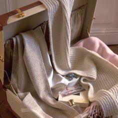 Deux écharpes en laine et chevrons / Two wool scarves.
