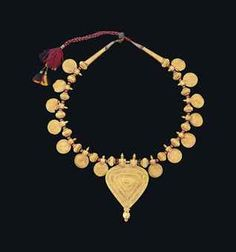 Gold Necklace | Tamil Nadu, South India | 19th century. Probably a wedding necklace.