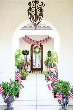 30 Tips for Summer Decorating - Simple Tips to style your Home for Summer. Fourth of July American flag entryway Fourth Of July Decor, 4th Of July Decorations, 4th Of July Party, July 4th, Decorating Blogs, Porch Decorating, Decorating Your Home, Summer Decorating, Memorial Day Celebrations