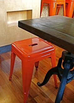 love the table base & stools