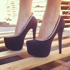 Chain On My Parade Pumps