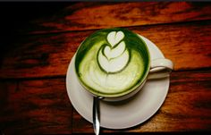 Drink Kyoto's traditional with a whole new twist! We share the instructions for preparing a matcha latte, hot or cold. Replace your morning coffee with a different, healthy drink!