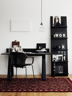 A nice, black and white modern home #office with a pop of color through a traditional rug. \\\ Photo: Kristofer Johnsson